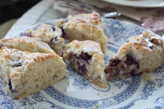 George Washington Inn: Lavendar blueberry scones - yum!