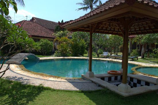 Sukun Bali Cottages: Pool area