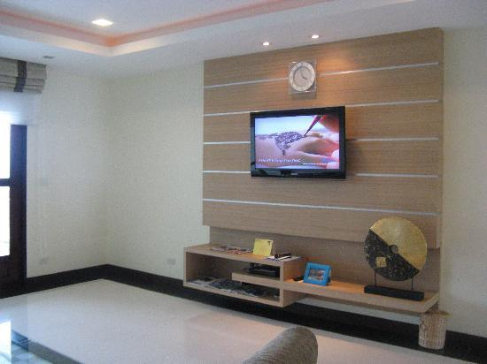 Tv wand picture of grand hill residence mae nam for Wohnzimmer tv wand