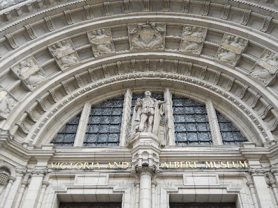 พิพิธภัณฑ์วิคตอเรียแอนด์อัลเบิร์ต: Victoria & Albert Museum facade