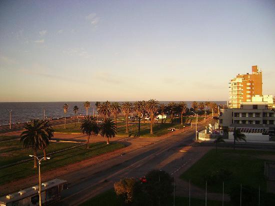 Ibis Montevideo: Vista a partir do quarto, da Rambla Sur e Rio da Prata