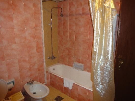 Homs Grand Hotel: Baño