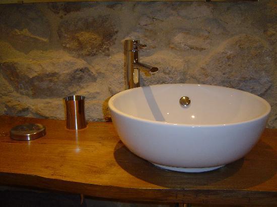 Le Mas des Monedes: salle de bain