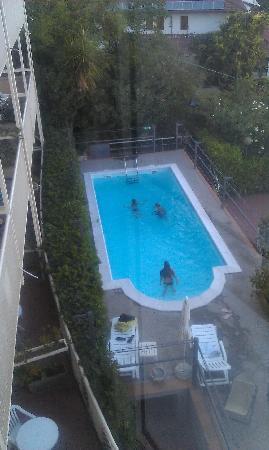 Hotel Bel 3: pool or bathtub? pathetic!!