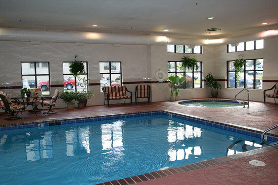 Hampton Inn & Suites, Springfield: Relax and refresh in our beautiful pool and whirlpool