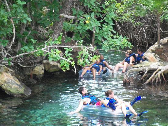 เซล-ฮา ปาร์ค: Rafting down the river
