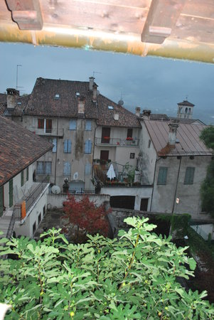 B&B Centro Storico : View from kitchen balcony (in the rain)