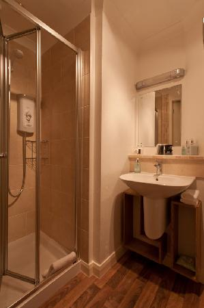 Distant Hills Guest House: Bathroom