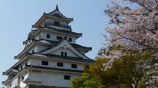 Karatsu Castle: 桜の季節の唐津城