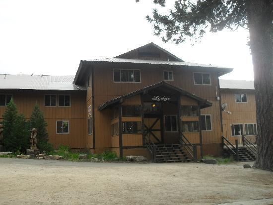 Montecito Sequoia Lodge & Summer Family Camp: Front of Lodge