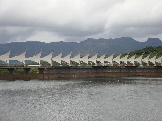 Aamby Valley City: Color Changing Sails...on the Dam..