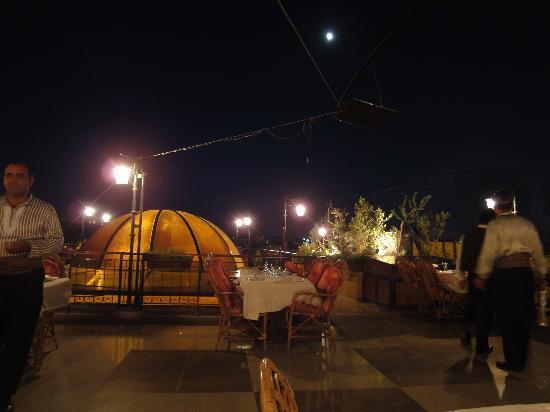 Martini Dar Zamaria Hotel: Restaurante al aire libre