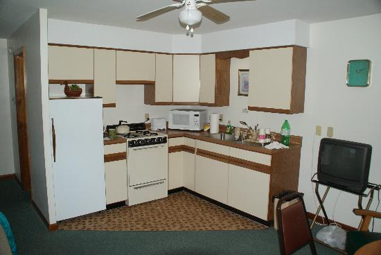 Barton's Motel and Cottages: Nice Kitchen