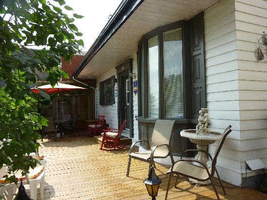 Le Gite Du Fleuve: la terrasse