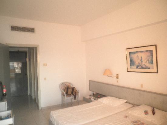 Belair Beach Hotel: Very basic room.
