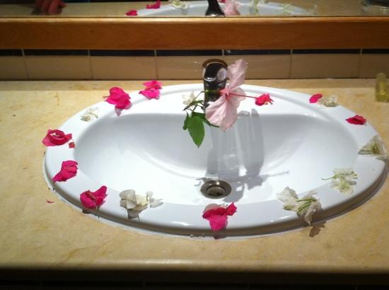 Chich Khan: flowers around sink!