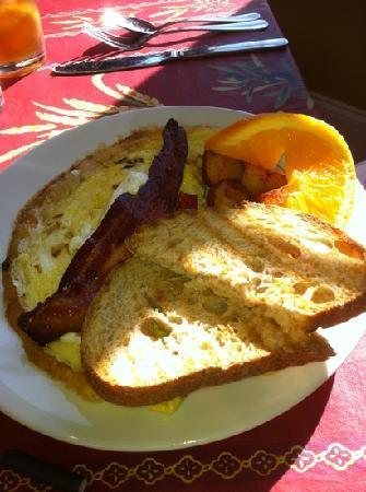 Martha's Leelanau Table: M22 Omelet at Martha's