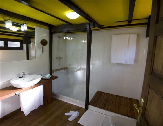 Aguas del Narcea: Baños habitaciones