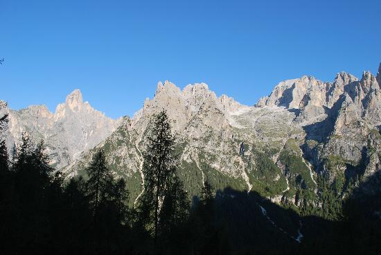 Rifugio Treviso - Canali: The pounding trail down from Passo Lede.