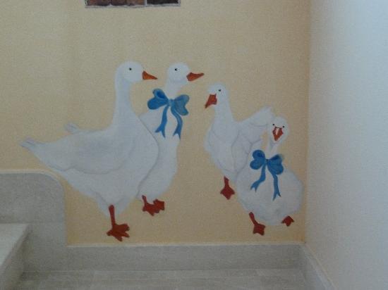 La Corte Rosada: Peinture sur un mur d'une suite