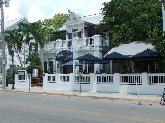 La Te Da Hotel: Street view of Hotel