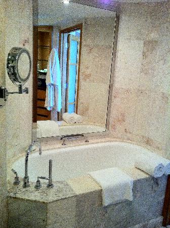 The Westin Dhaka: Bathtab is something I never use, waste of water and ... not sure they are clean or not.  But th