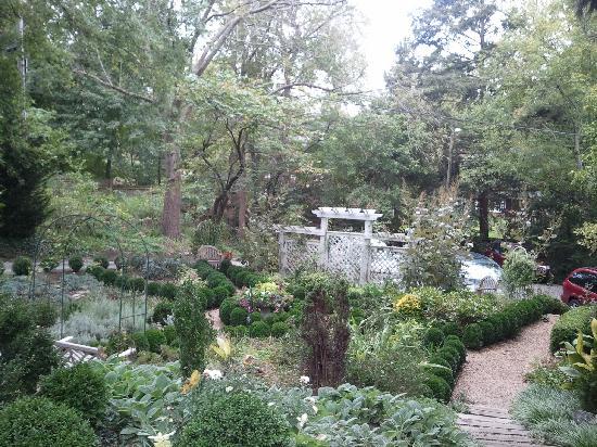 Abbington Green Bed & Breakfast Inn and Spa: Abbington Valerie's English Garden