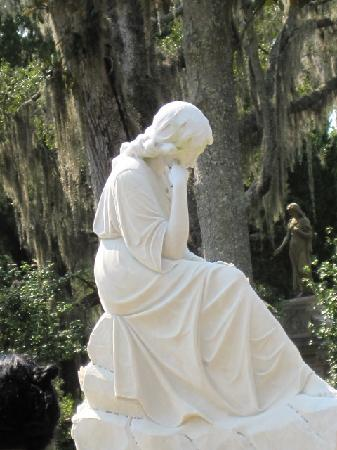 Bonaventure Cemetery Journeys w/ Shannon Scott: Bonaventure woman