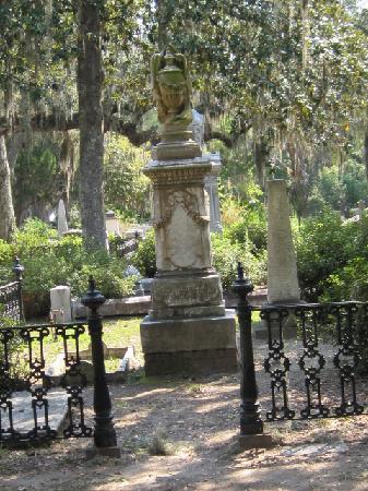 Bonaventure Cemetery Journeys w/ Shannon Scott: enterance granted