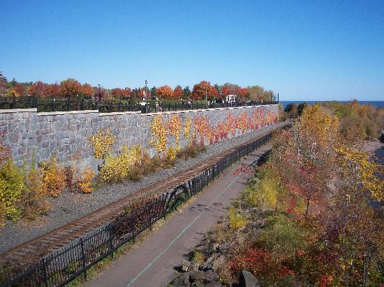 Leif Erickson Park & Rose Garden: awesome fall colors