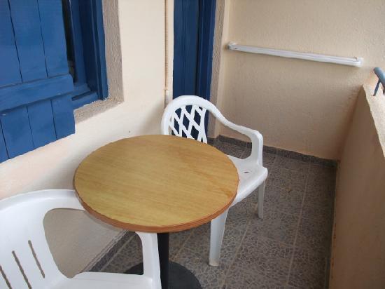 Creta Suites: Balcony