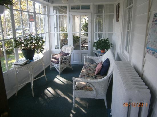 Wilbraham Mansion: The cozy front porch