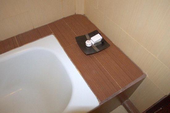 โรงแรมจัมปลุง ซารี: Bathroom