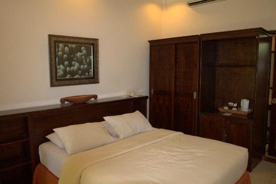 โรงแรมจัมปลุง ซารี: The bed