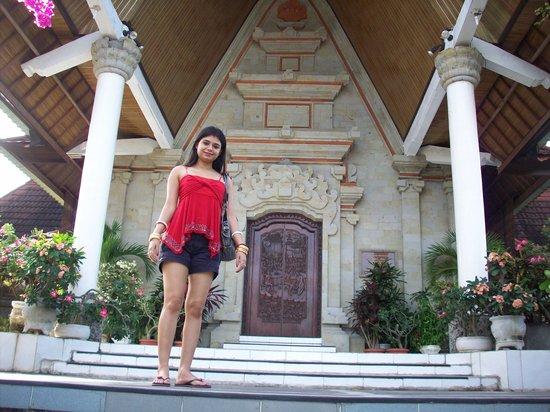 วัดอูลูวาตู: dev Shona Gereja Church 1