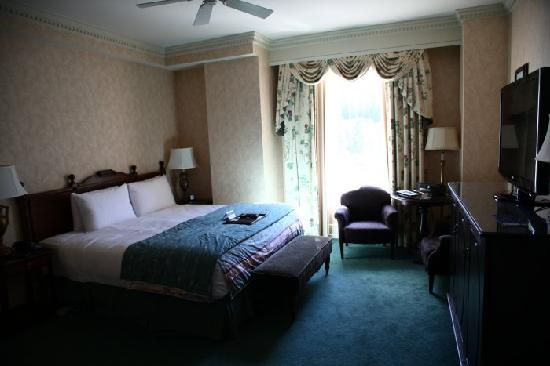 Fairmont Banff Springs: Room was adequate but nothing special.