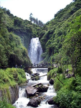 Otavalo, Ecuador: Peguche waterfall