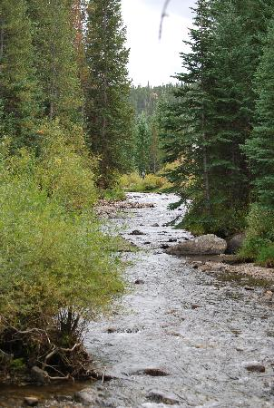 Marriott's Mountain Valley Lodge at Breckenridge: We loved the trails along the river right outside of our room