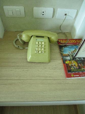 ลานตานา พัทยา: Modernity everywhere except for this phone :P