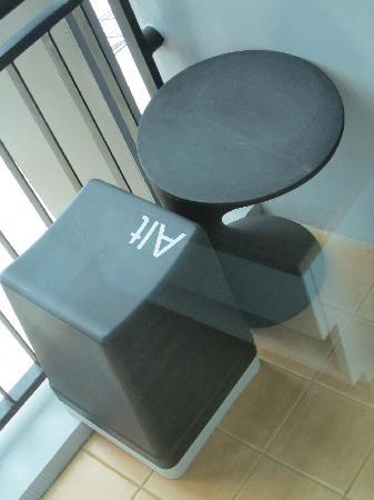 ลานตานา พัทยา: Cool Furniture