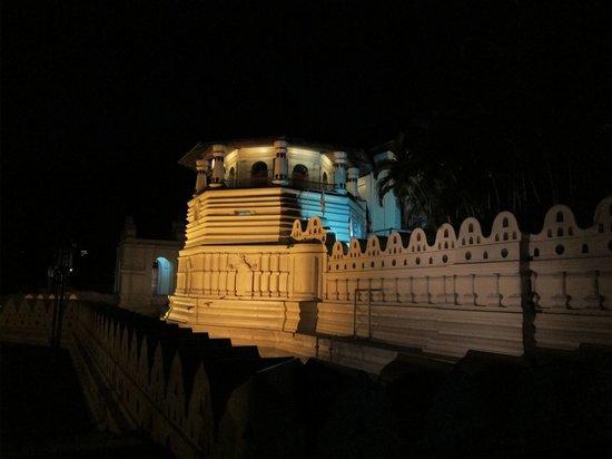 วัดพระเขี้ยวแก้ว: Temple of tooth from out