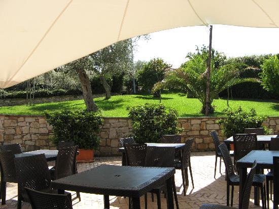 Ristorante Tenuta La Maddalena: Restaurant outdoor seating