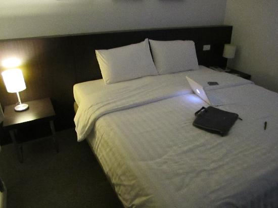 24 Inn Hotel: The Bed