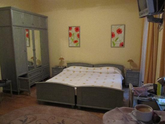 Sunflower B&B Hotel: main room
