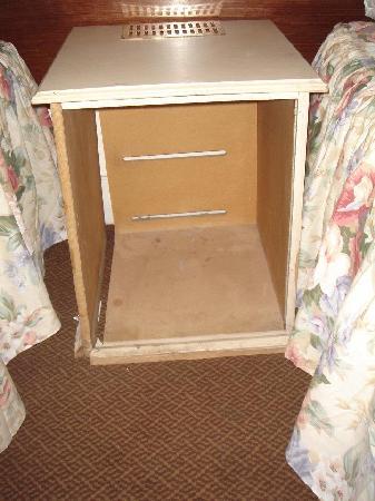 Gresham Hotel: broken desk