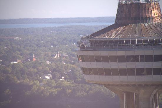 Skylon Tower: Skylon - Bottom is the Revolving Restaurant