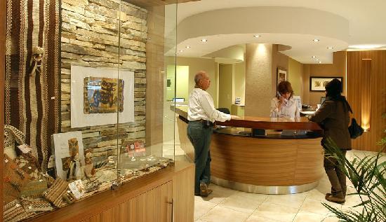 Hotel Carlos V Patagonia Bariloche: Recepcion
