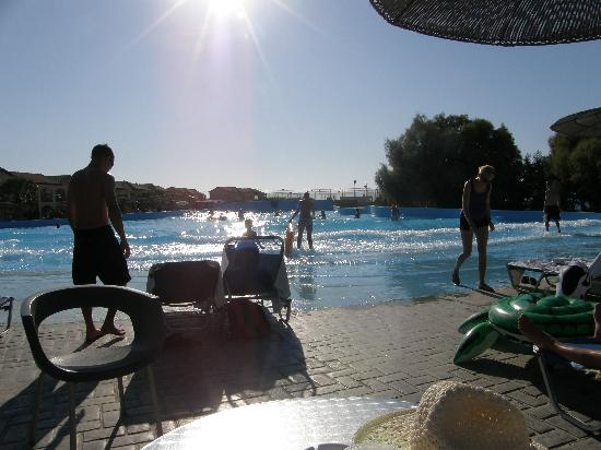 LABRANDA Marine Aquapark Resort: Wave pool in the afternoon