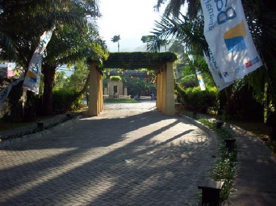เดอะเซนโตซ่า วิลล่าส์ แอนด์ รีสอร์ท: Entrance pathway