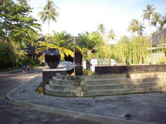 เดอะเซนโตซ่า วิลล่าส์ แอนด์ รีสอร์ท: Fountain at Lobby
